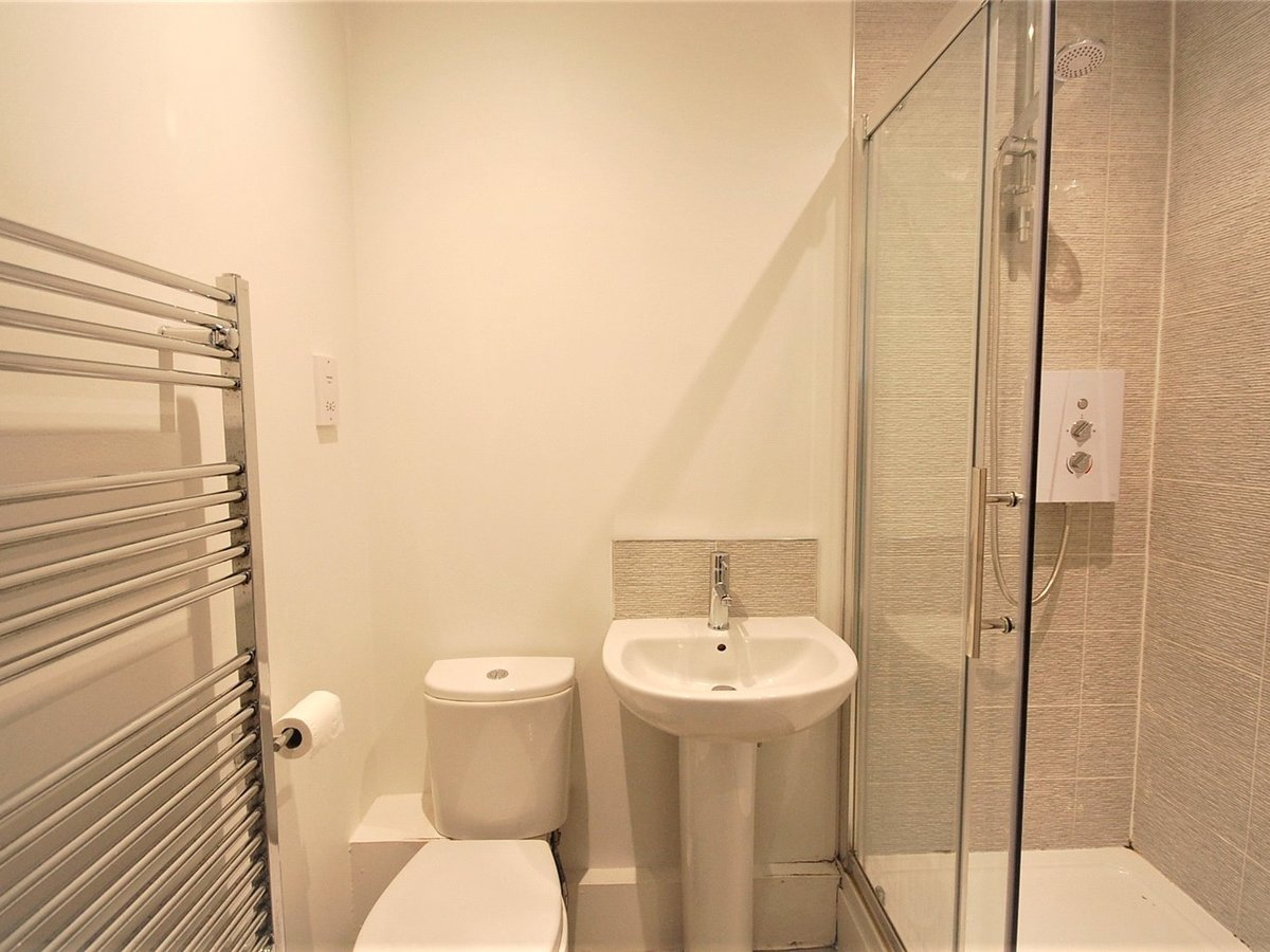 2 bedroom  Flat/Apartment for sale in Gloucestershire - Slide-6