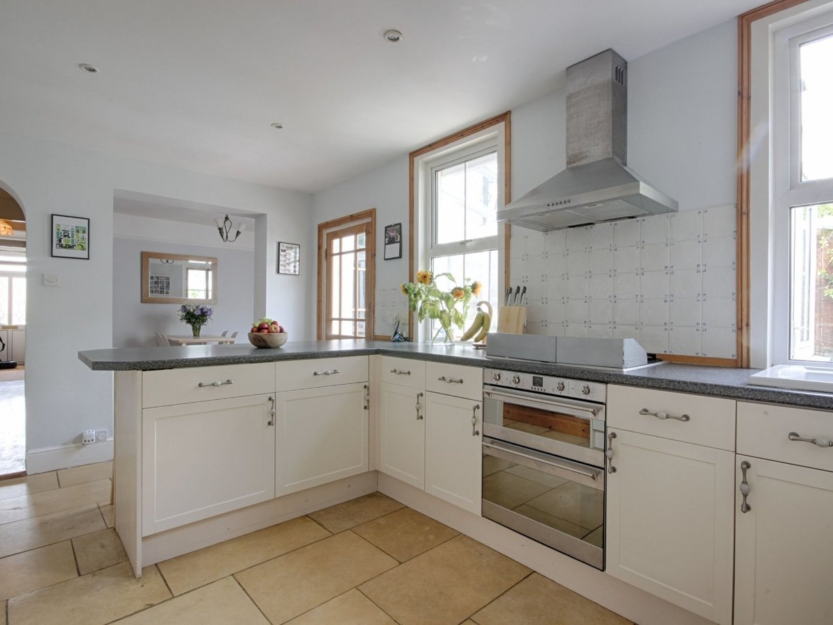 3 bedroom  House for sale in Gloucestershire - Slide-3