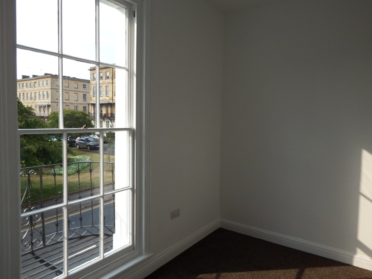 2 bedroom  Flat/Apartment to rent in Gloucestershire - Slide-9