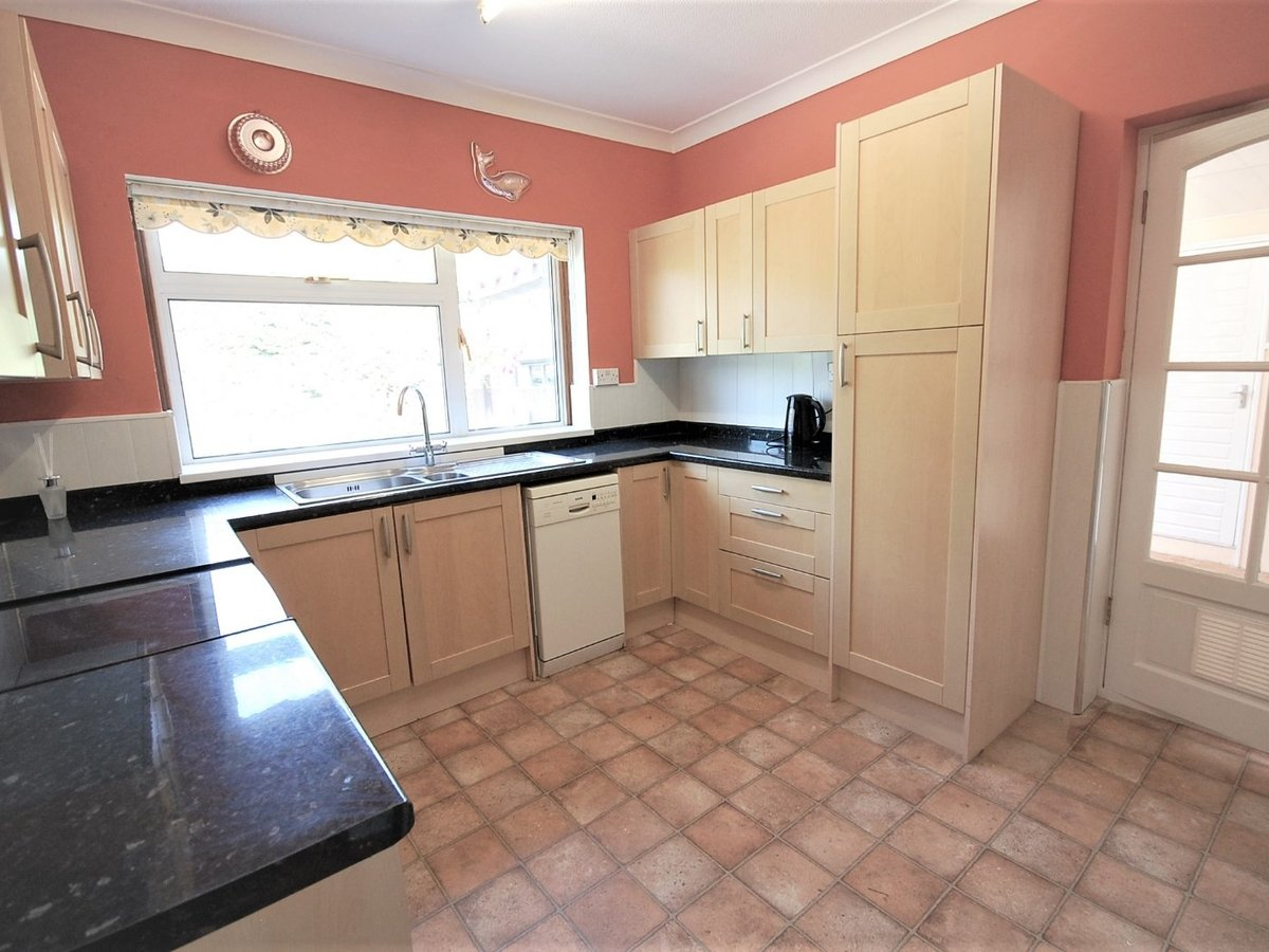3 bedroom  Bungalow for sale in Gloucestershire - Slide-6