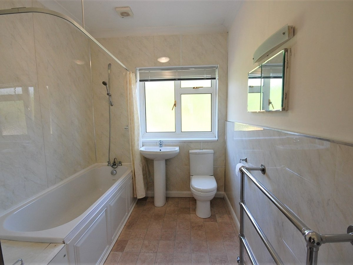 3 bedroom  Bungalow for sale in Gloucestershire - Slide-7