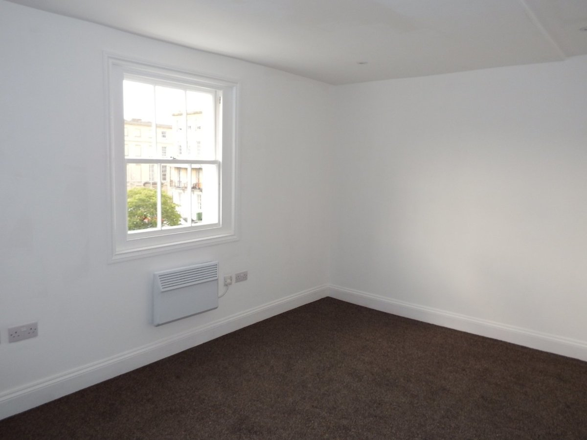 1 bedroom  Flat/Apartment to rent in Gloucestershire - Slide-3