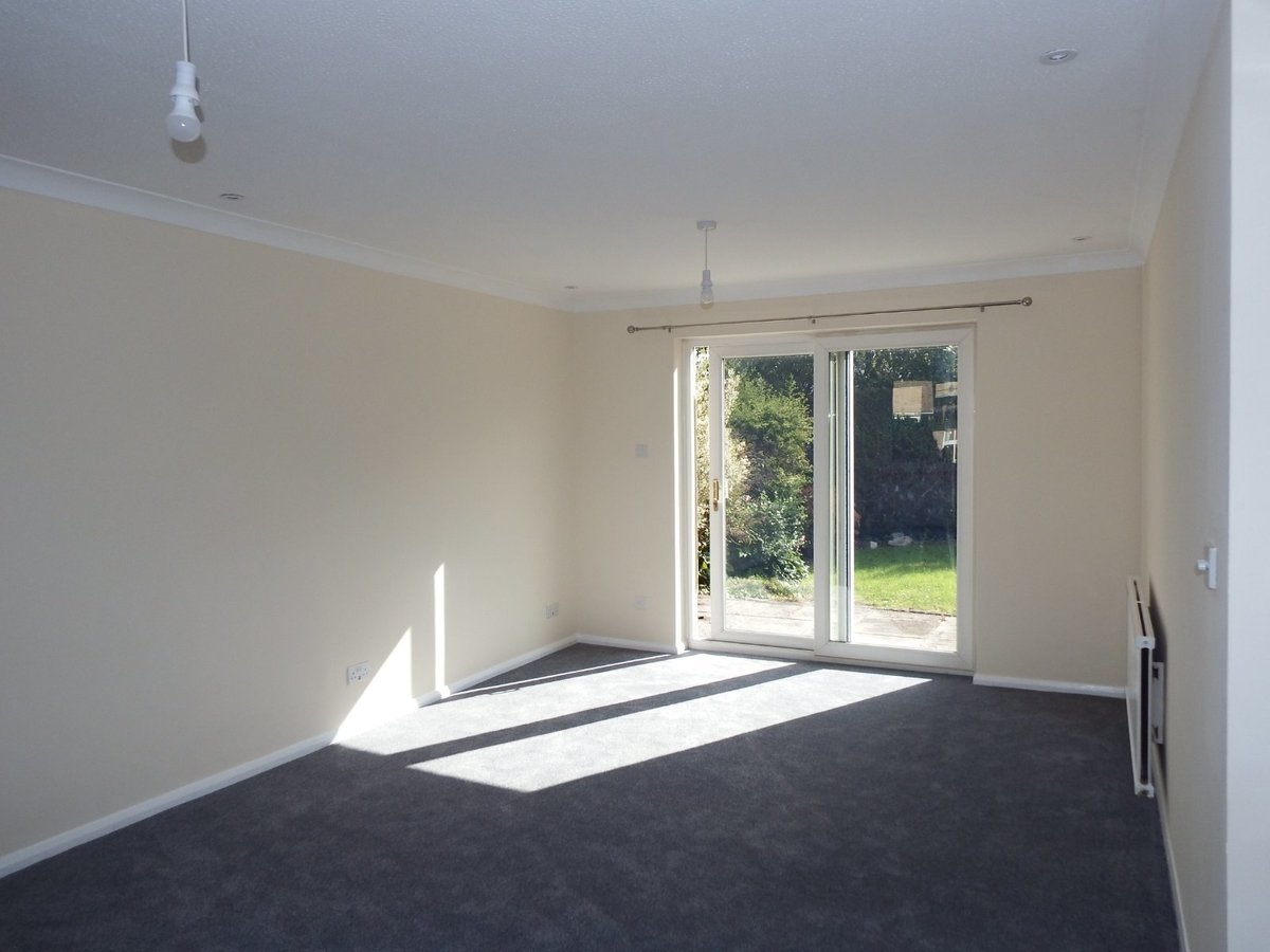 4 bedroom  House to rent in Gloucestershire - Slide-4