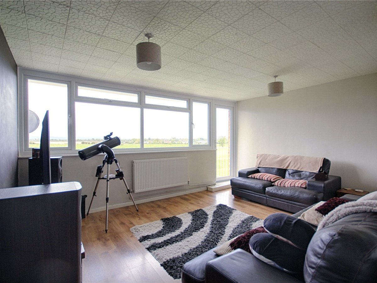2 bedroom  Flat/Apartment for sale in Tewkesbury - Slide-3