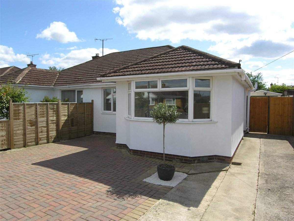 2 bedroom  Bungalow for sale in Gloucestershire - Slide-1