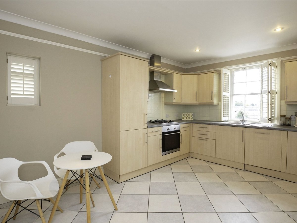 2 bedroom  Flat/Apartment for sale in Gloucestershire - Slide-4