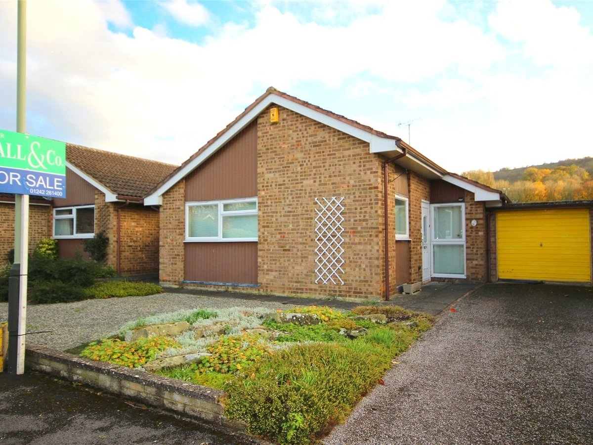 3 bedroom  Bungalow for sale in Gloucestershire - Slide-1