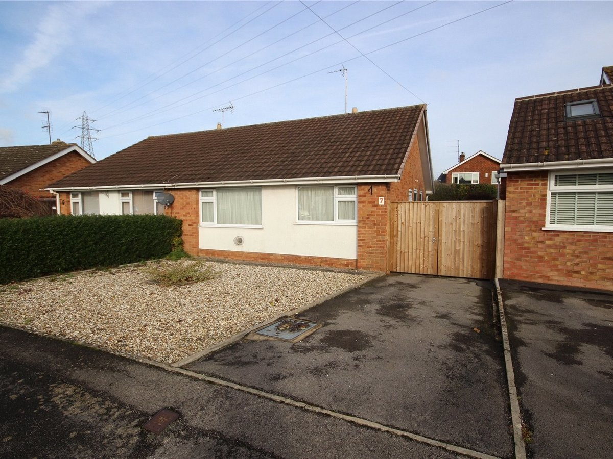 2 bedroom  Bungalow for sale in Cheltenham - Slide-1