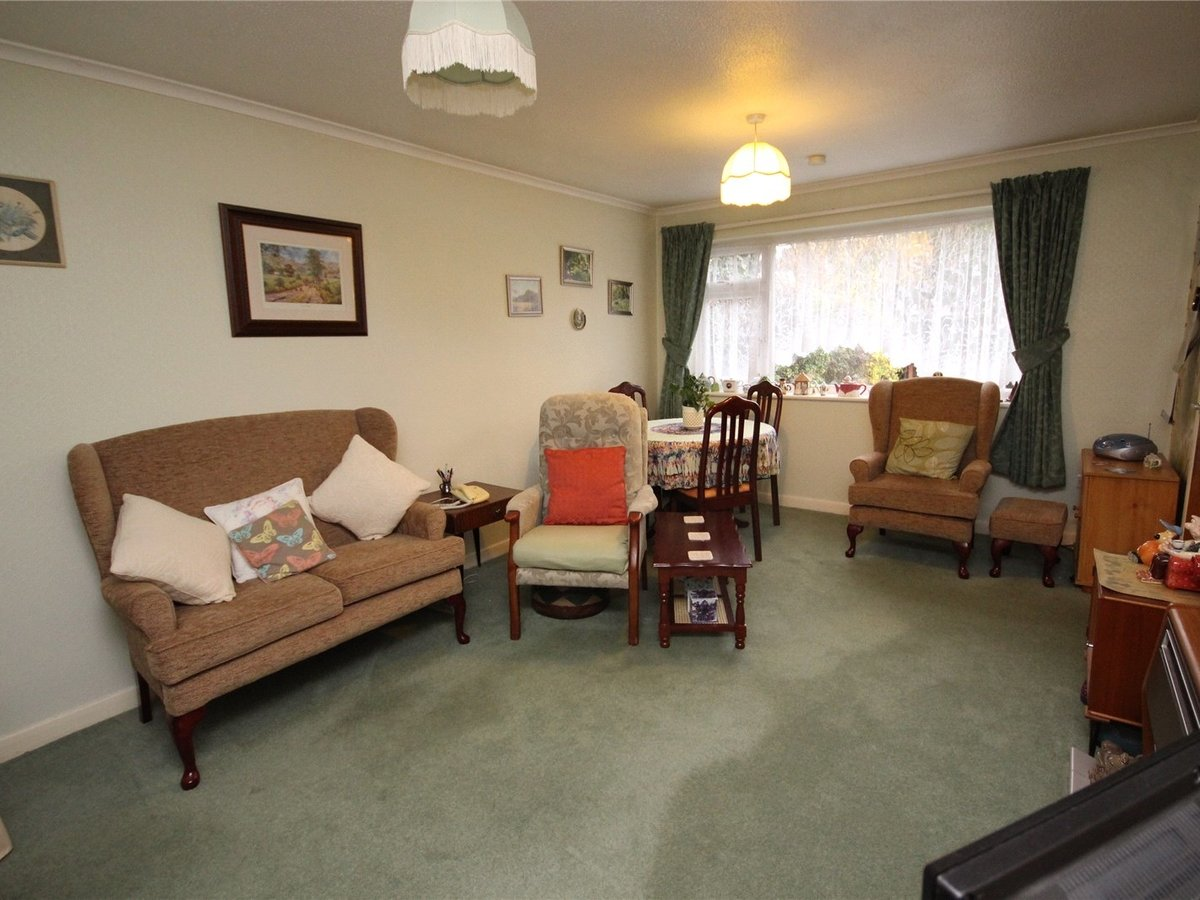 2 bedroom  Bungalow for sale in Cheltenham - Slide-2