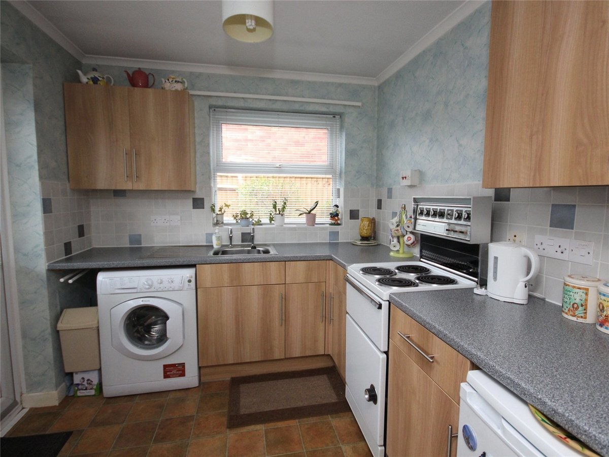 2 bedroom  Bungalow for sale in Cheltenham - Slide-3