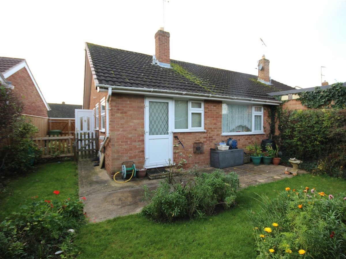 2 bedroom  Bungalow for sale in Cheltenham - Slide-7
