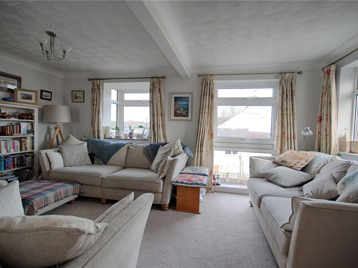 4 bedroom  House for sale in Tewkesbury - Slide-2