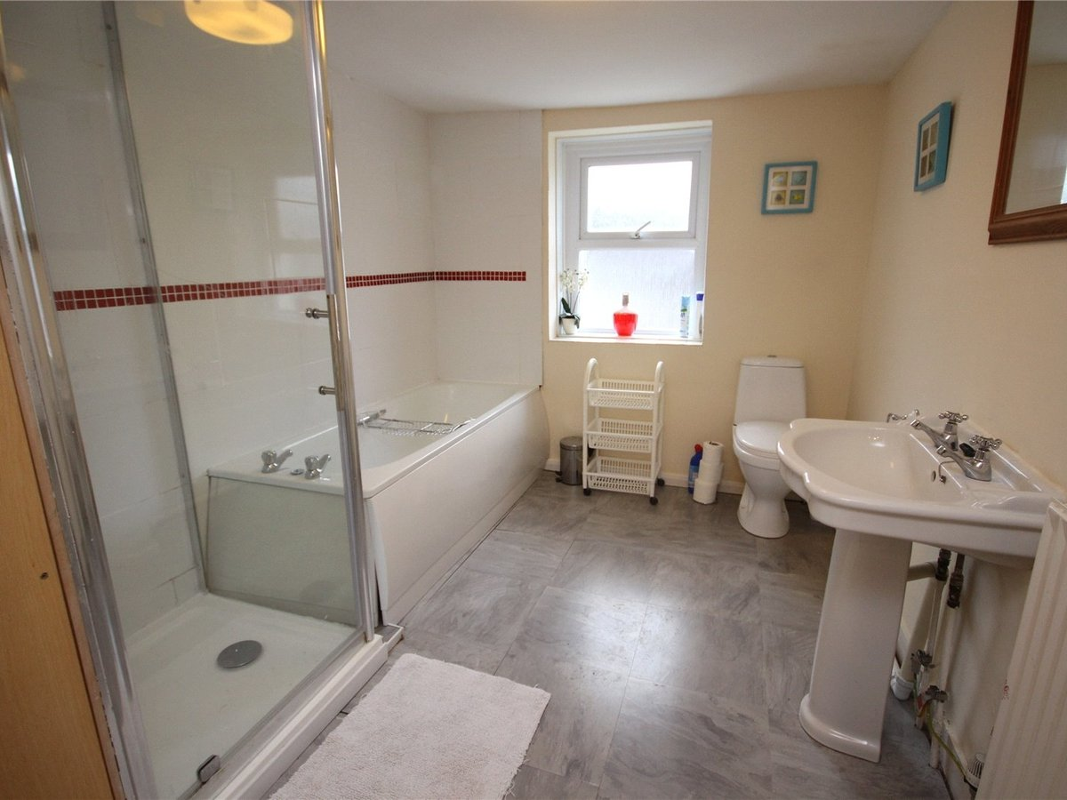 4 bedroom  House for sale in Cheltenham - Slide-9