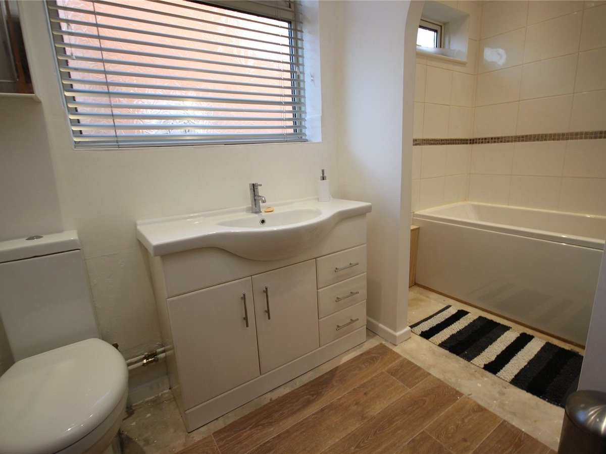 2 bedroom  House for sale in Cheltenham - Slide-9