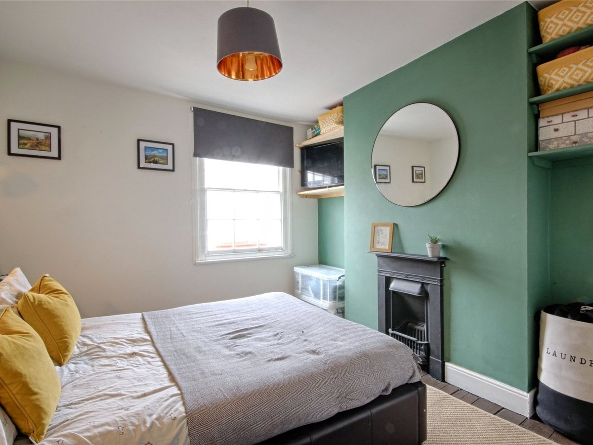 1 bedroom  House for sale in Cheltenham - Slide-9