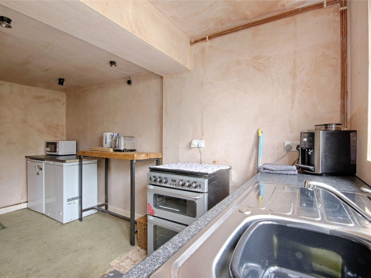 1 bedroom  House for sale in Cheltenham - Slide-6