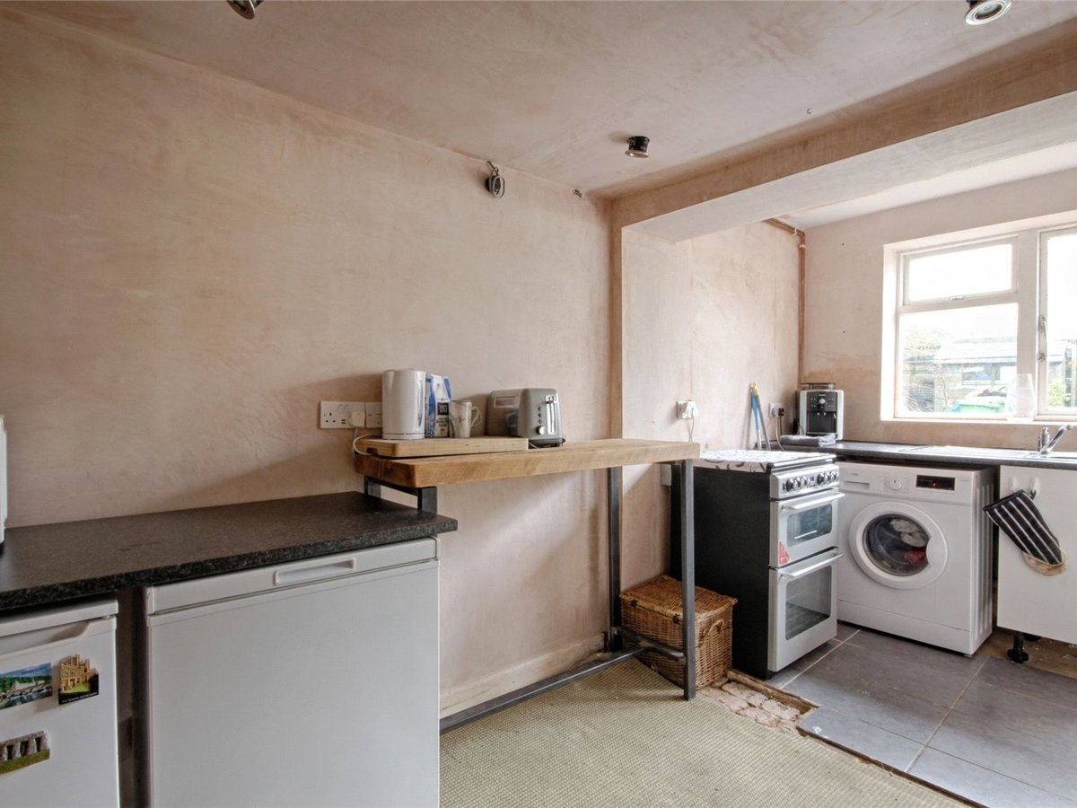 1 bedroom  House for sale in Cheltenham - Slide-4