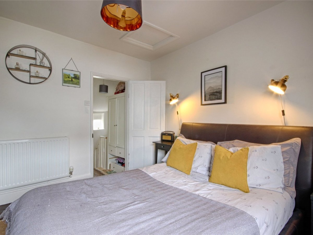 1 bedroom  House for sale in Cheltenham - Slide-10