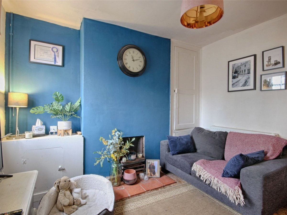 1 bedroom  House for sale in Cheltenham - Slide-3