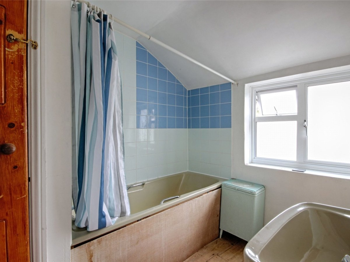 1 bedroom  House for sale in Cheltenham - Slide-8