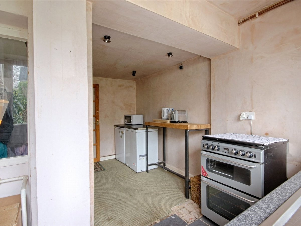 1 bedroom  House for sale in Cheltenham - Slide-7