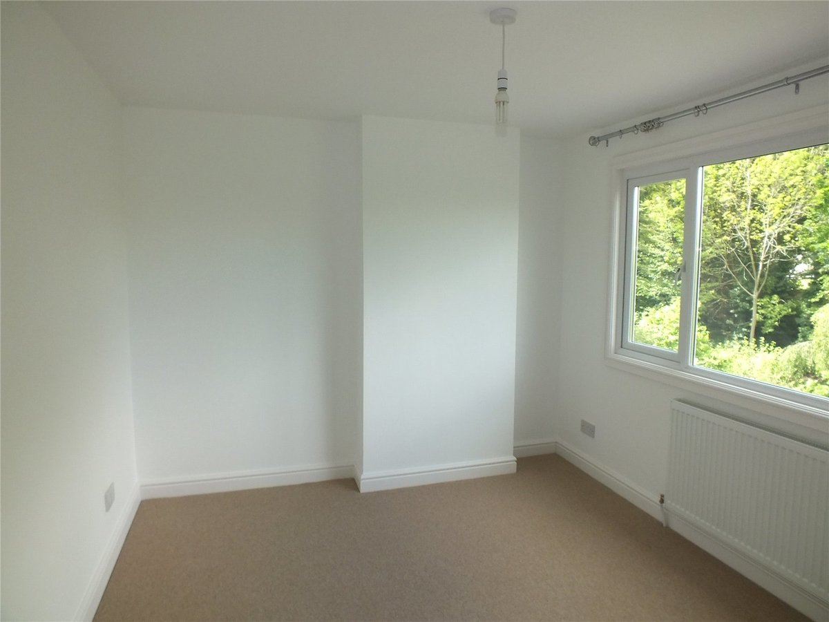 4 bedroom  House to rent in Gloucestershire - Slide-6