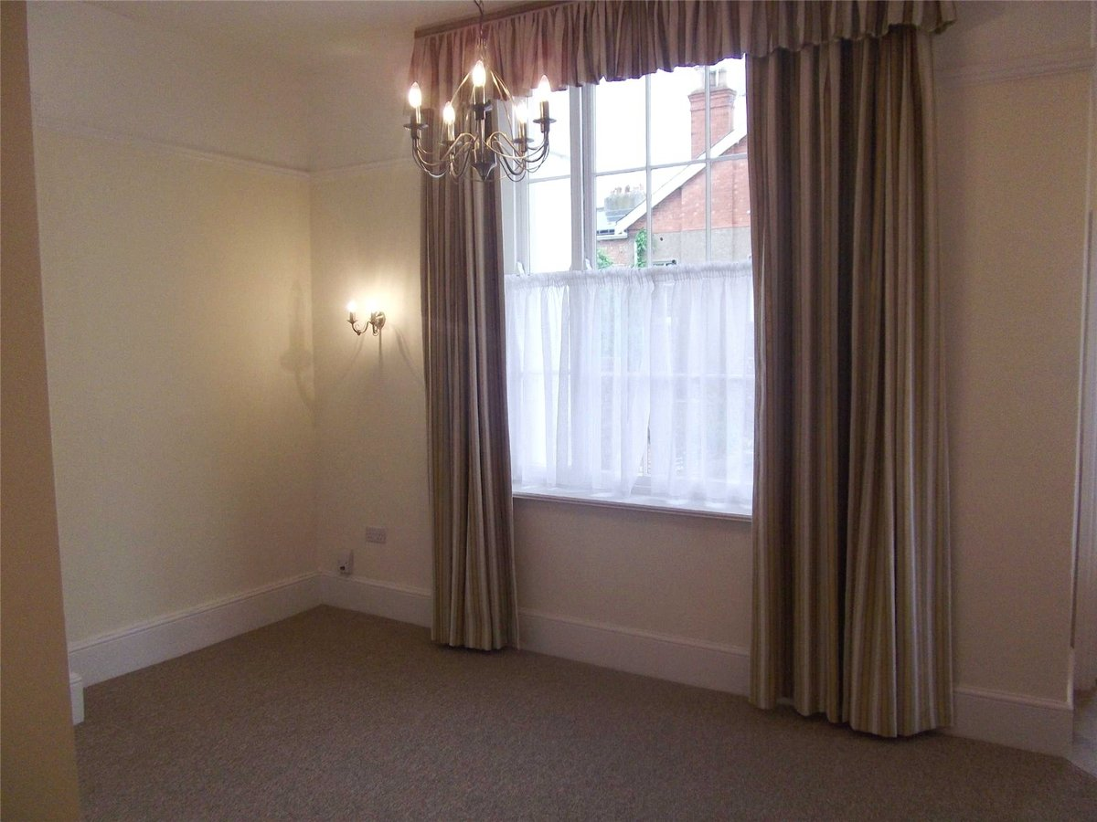Flat/Apartment to rent in Gloucestershire - Slide-2
