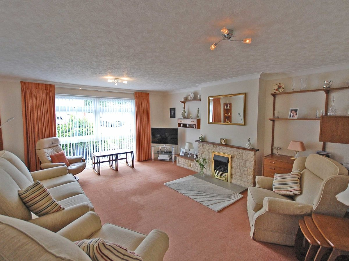 4 bedroom  Bungalow for sale in Gloucestershire - Slide-3