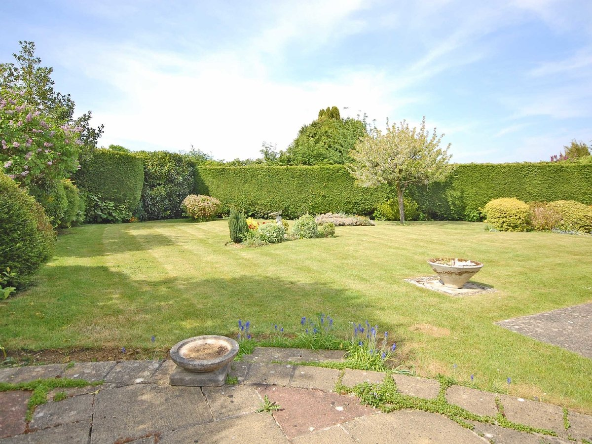 4 bedroom  Bungalow for sale in Gloucestershire - Slide-9