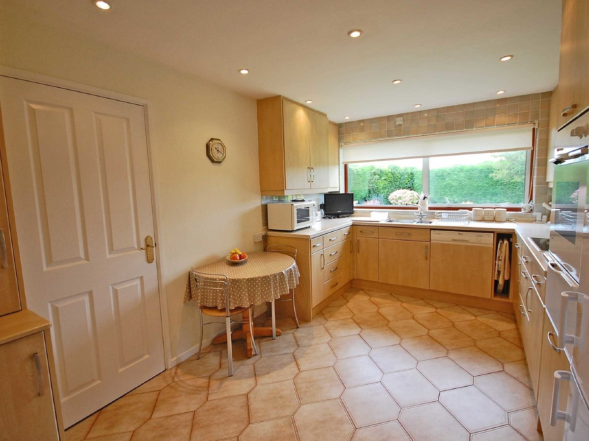 4 bedroom  Bungalow for sale in Gloucestershire - Slide-4