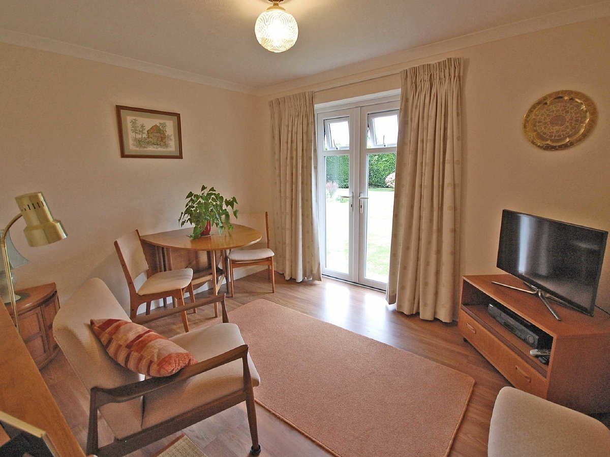 4 bedroom  Bungalow for sale in Gloucestershire - Slide-5