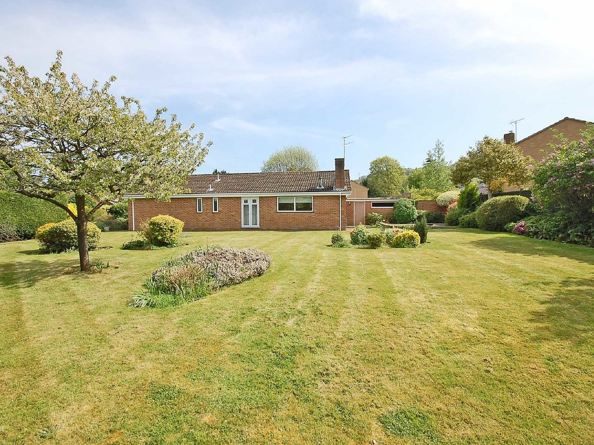 4 bedroom  Bungalow for sale in Gloucestershire - Slide-2