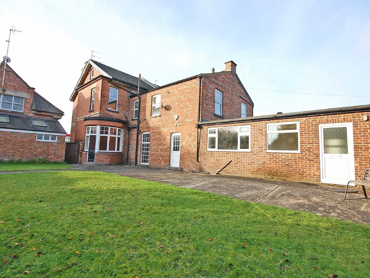 5 bedroom  House for sale in Gloucestershire - Slide-2