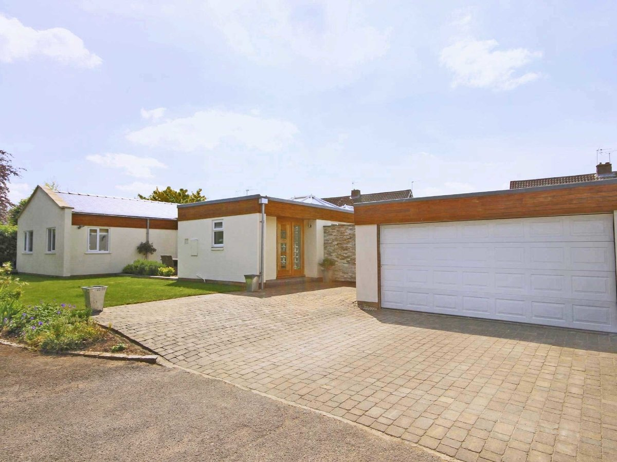 4 bedroom  Bungalow for sale in Gloucestershire - Slide-1