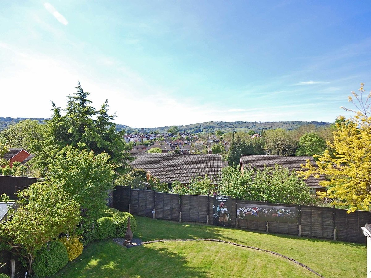 4 bedroom  House for sale in Gloucestershire - Slide-9