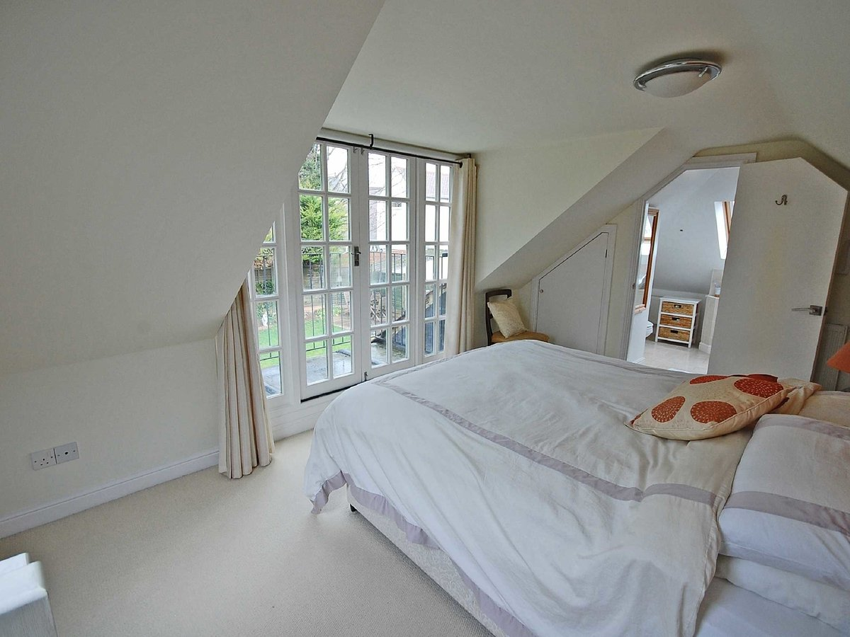4 bedroom  House for sale in Gloucestershire - Slide-6