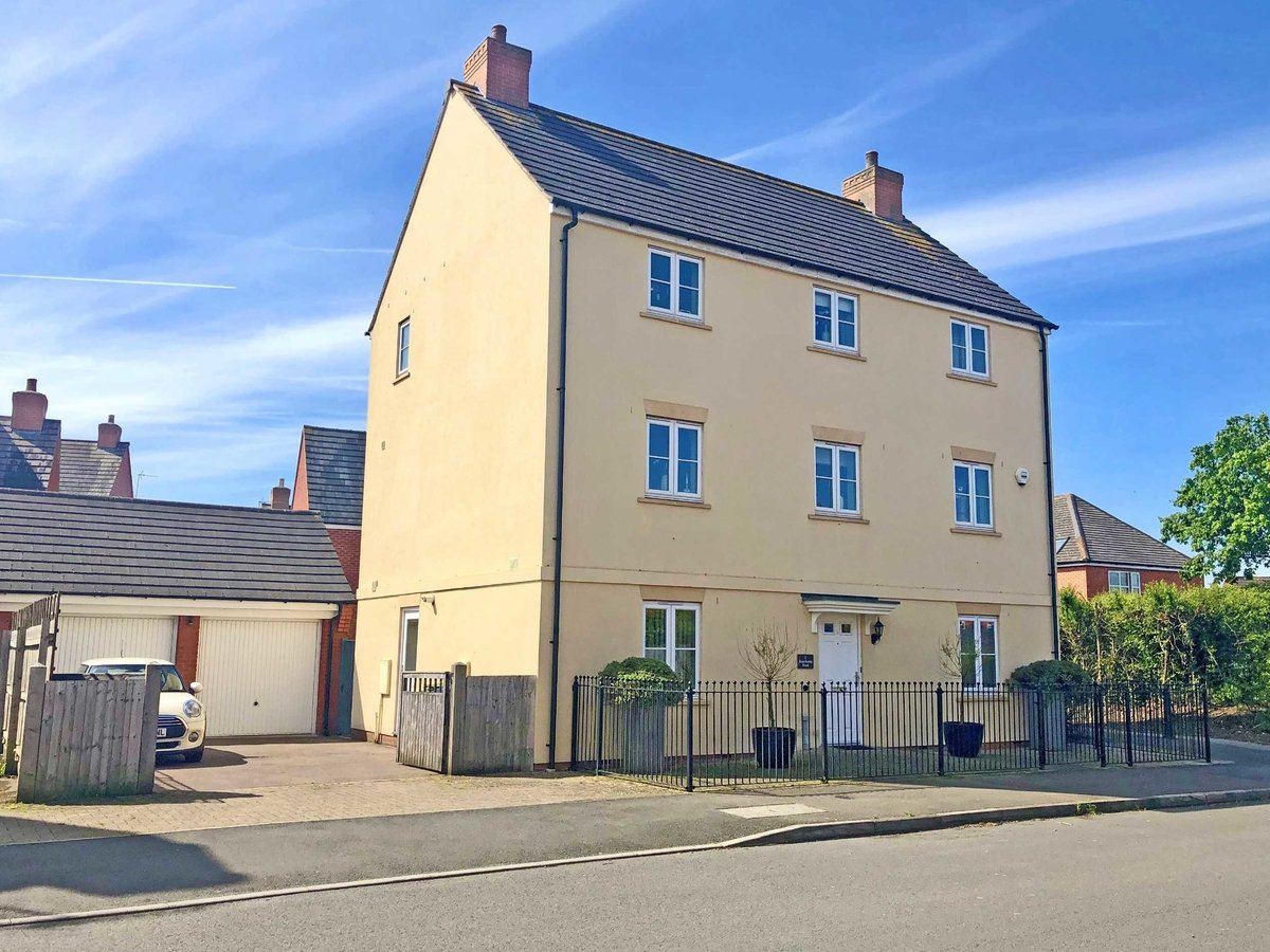 5 bedroom  House for sale in Gloucestershire - Slide-1