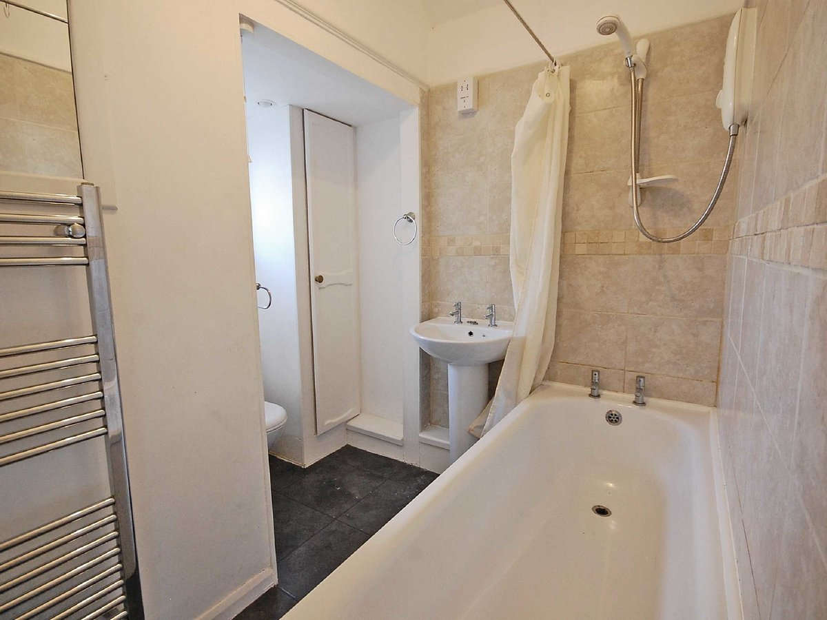 3 bedroom  House for sale in Gloucestershire - Slide-10