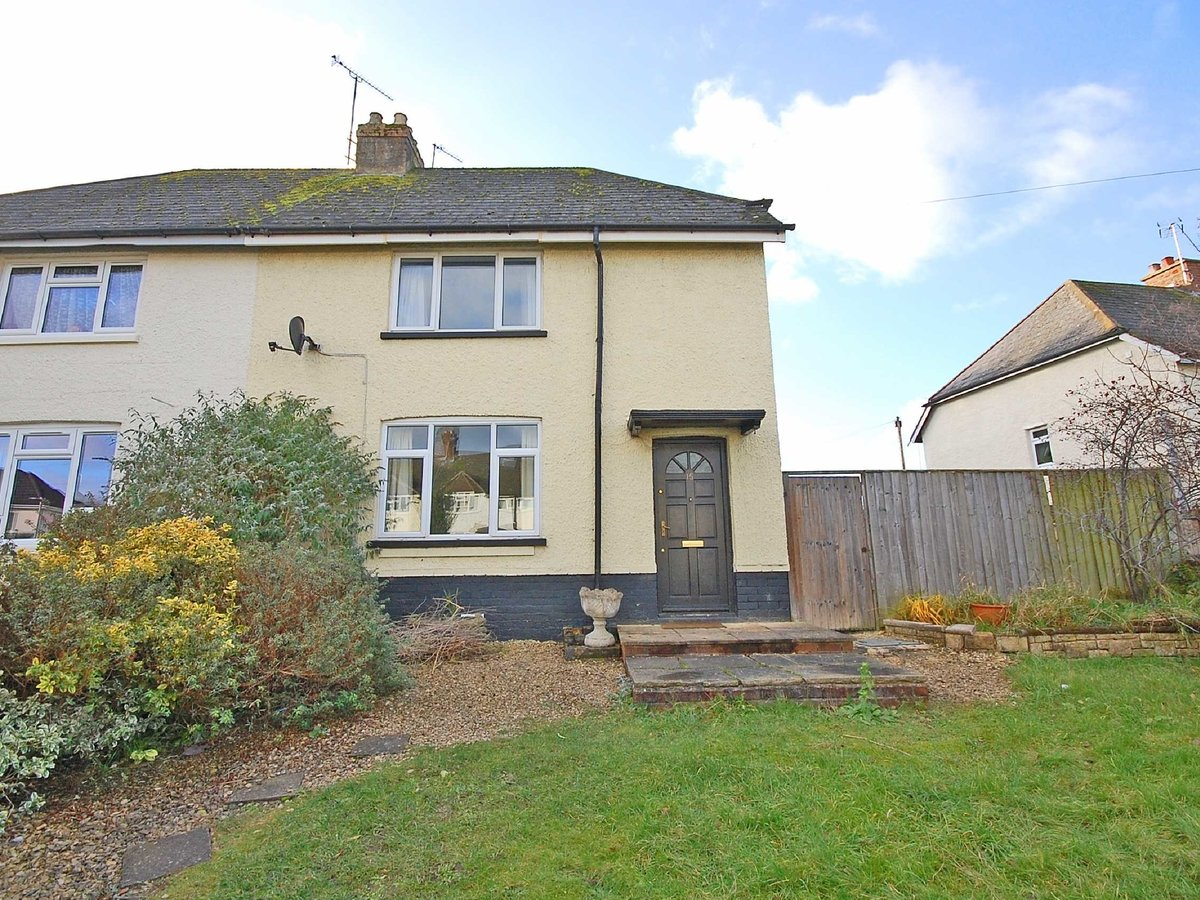 3 bedroom  House for sale in Gloucestershire - Slide-1