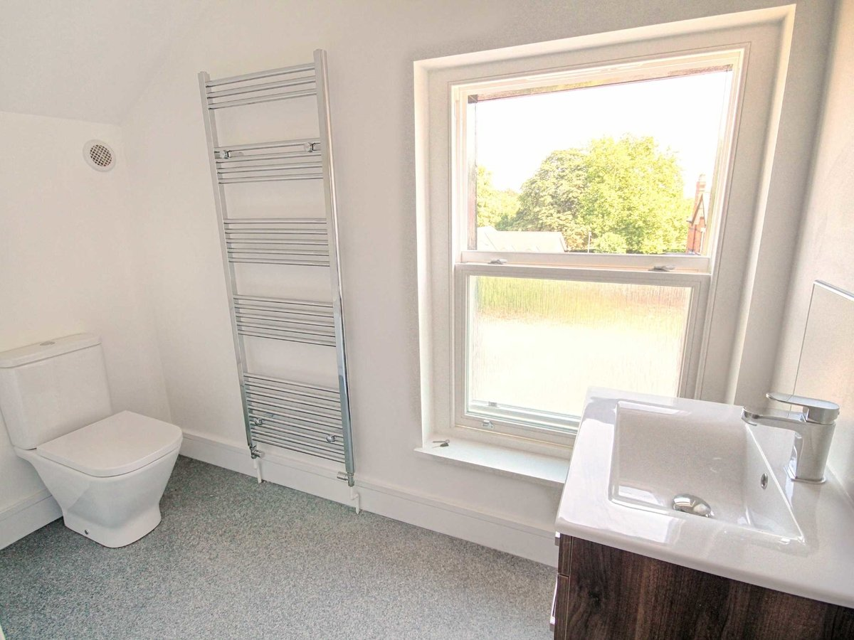 2 bedroom  Flat/Apartment for sale in Gloucestershire - Slide-7