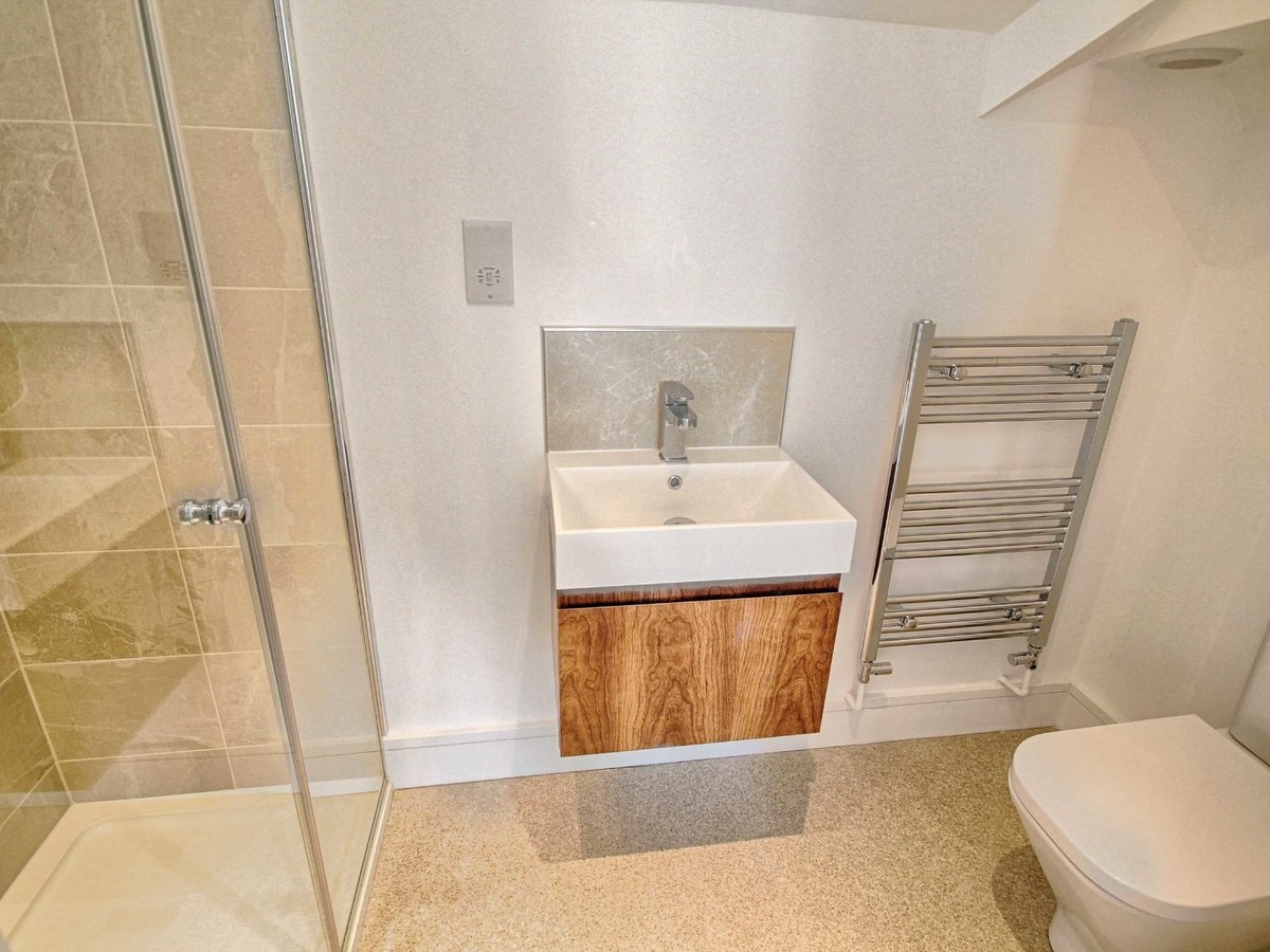 2 bedroom  Flat/Apartment for sale in Gloucestershire - Slide-5