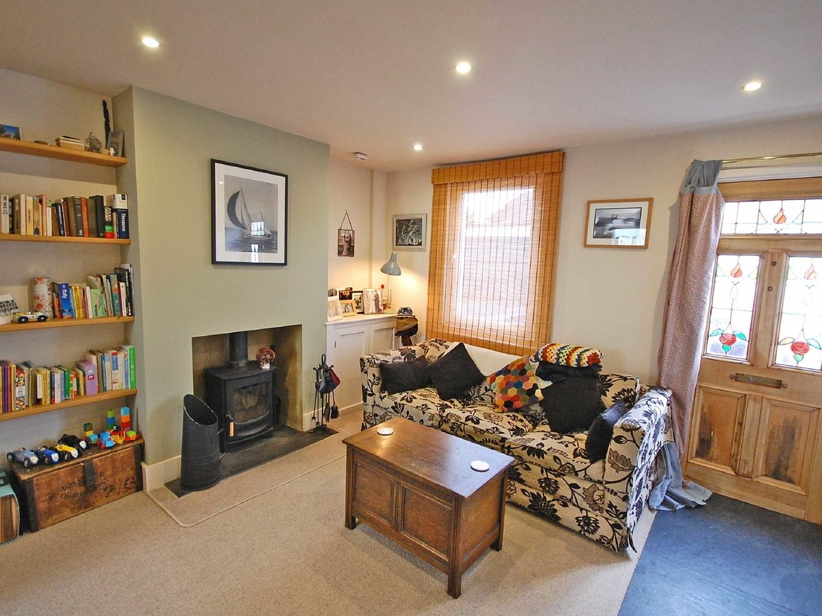 2 bedroom  House for sale in Gloucestershire - Slide-4