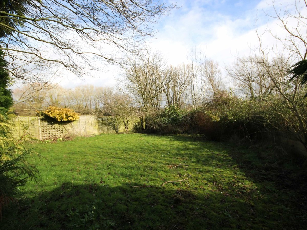 2 bedroom  Bungalow for sale in Gloucestershire - Slide-17