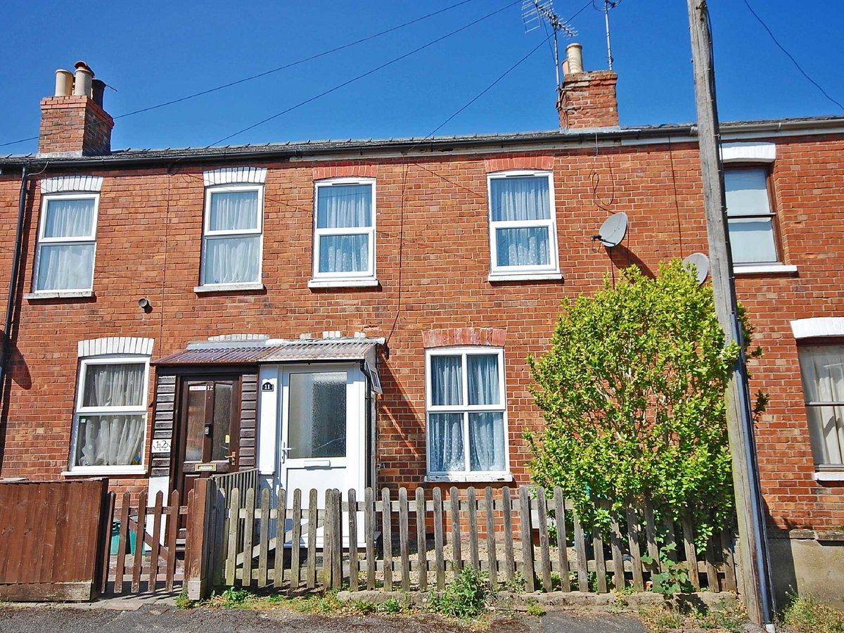 2 bedroom  House for sale in Gloucestershire - Slide-1