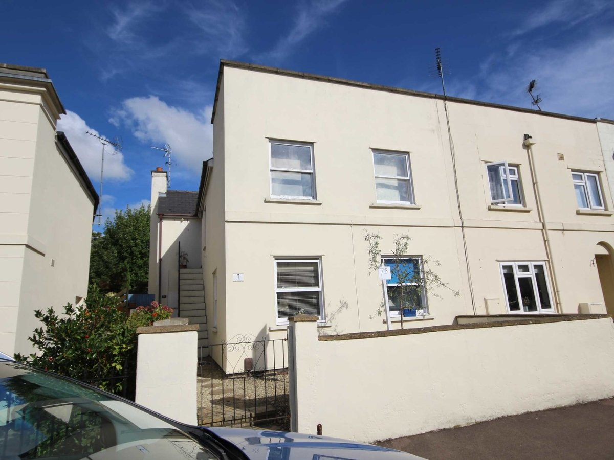 2 bedroom  Flat/Apartment for sale in Gloucestershire - Slide-1