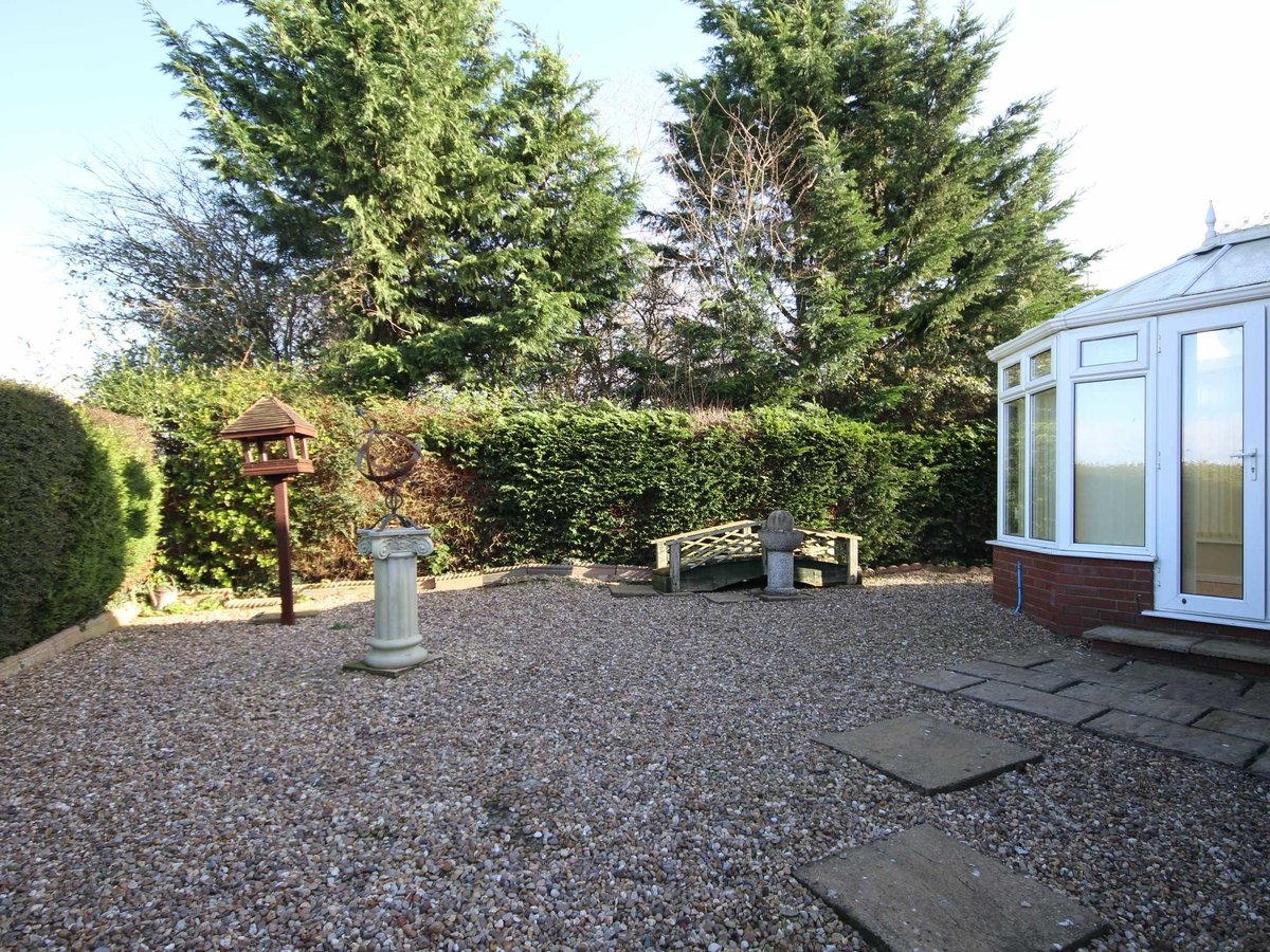 2 bedroom  Bungalow for sale in Gloucestershire - Slide-9