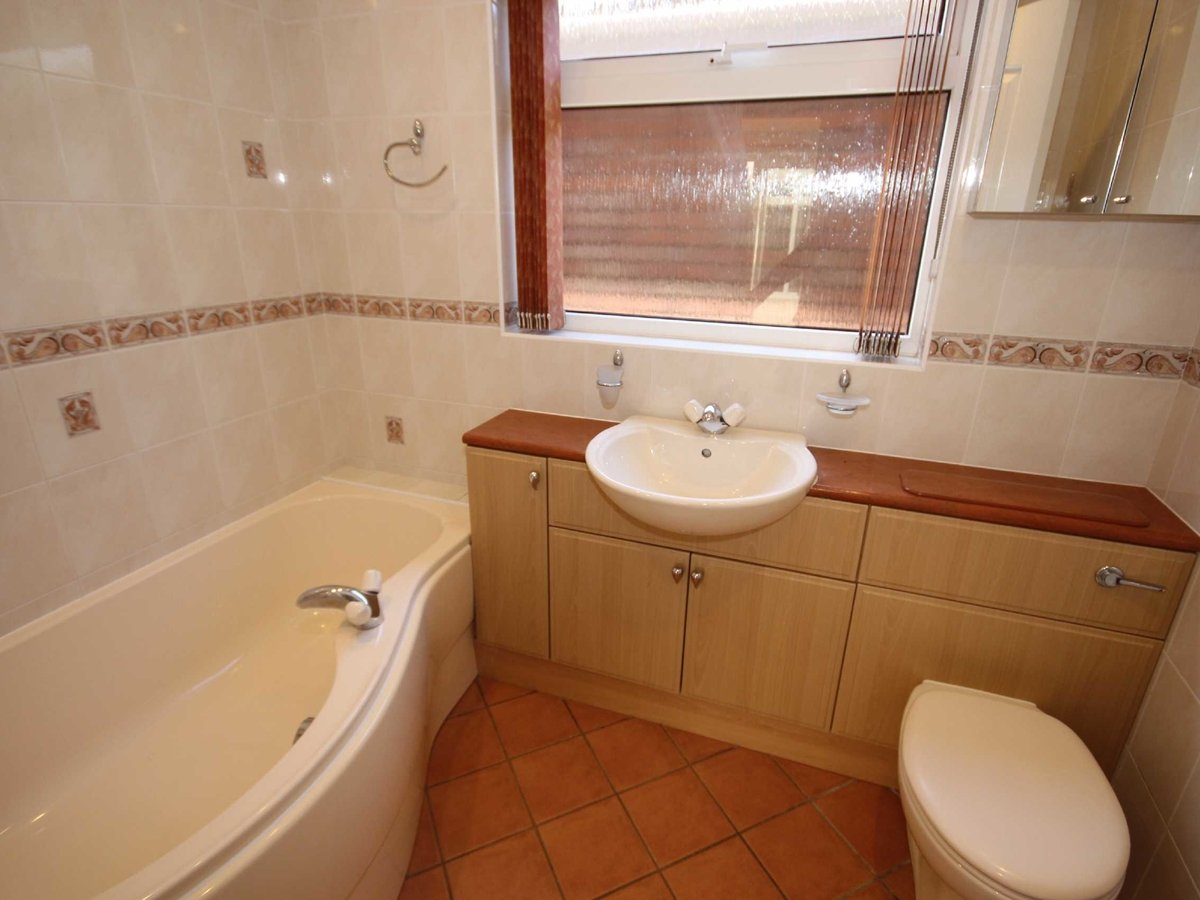 2 bedroom  Bungalow for sale in Gloucestershire - Slide-8