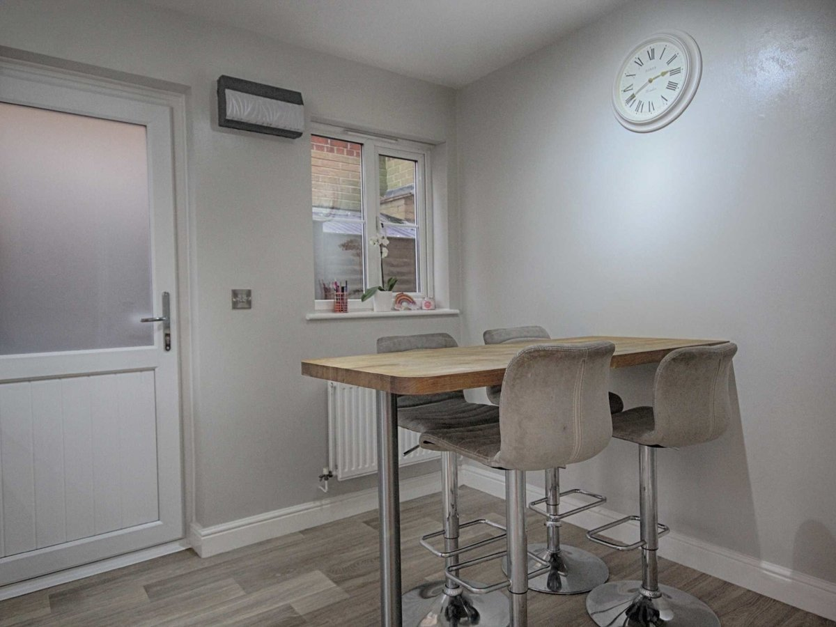 3 bedroom  House for sale in Gloucestershire - Slide-4