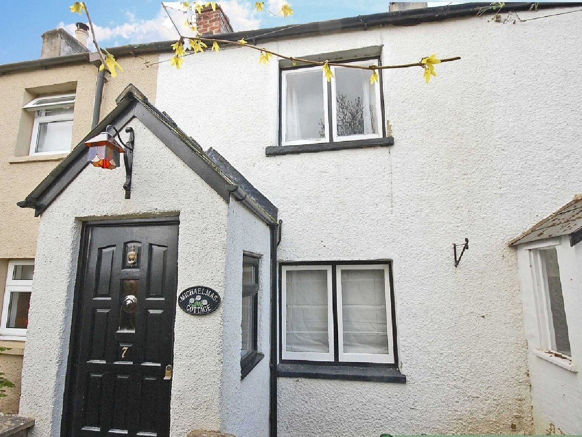 1 bedroom  House for sale in Gloucestershire - Slide-1