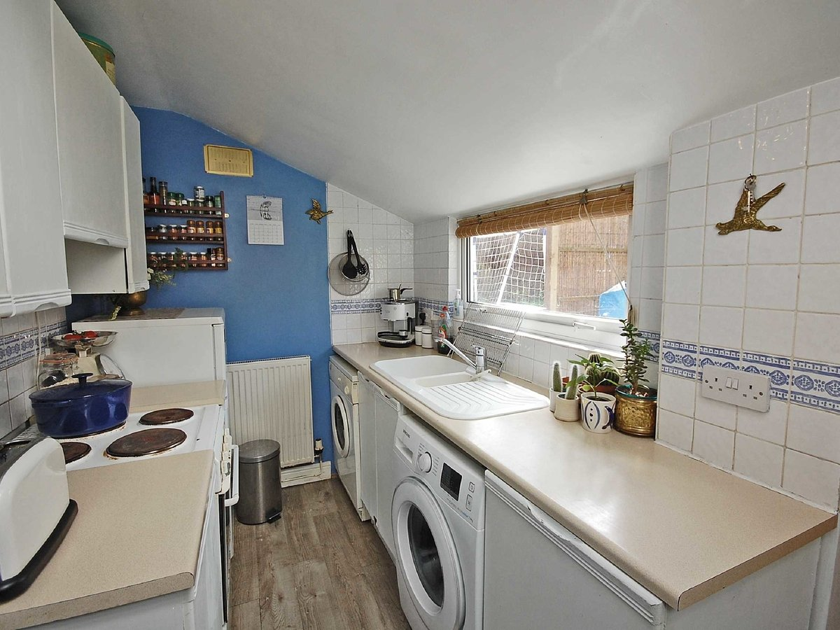 1 bedroom  House for sale in Gloucestershire - Slide-3